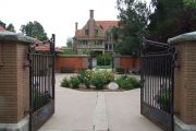 TESHS-Carriage-House-Courtyard